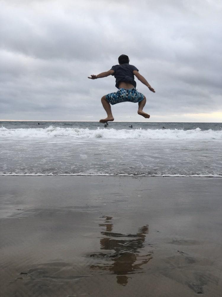 Andrea che salta